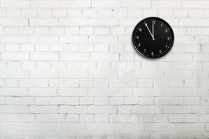 Clock on a wall - how does this relate to alkyd paint? Coatings expert Ad Holland explains the chemistry of drying paint and offers some tips.